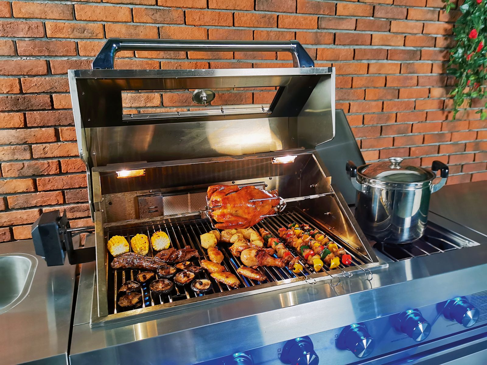 Gartenkuche Kompakte Komplett Outdoor Kuche Mit Gasgrill Und Kuhlschrank Gardenplaza